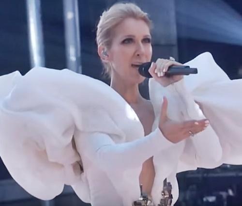 Céline Dion chora e emociona ao cantar 'My Heart Will Go On' no BBMAs