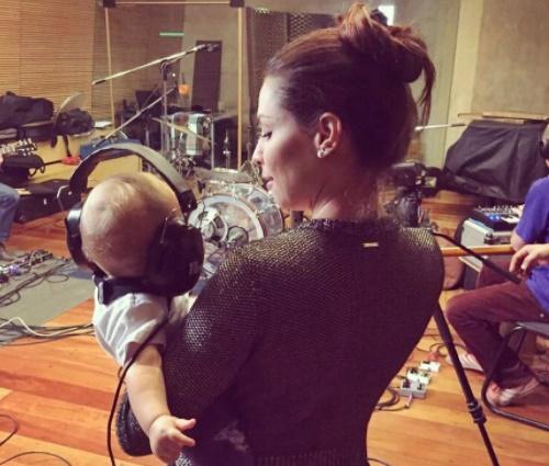 Pitty fala das belezas e dificuldades de ser mãe: 'é f-da'