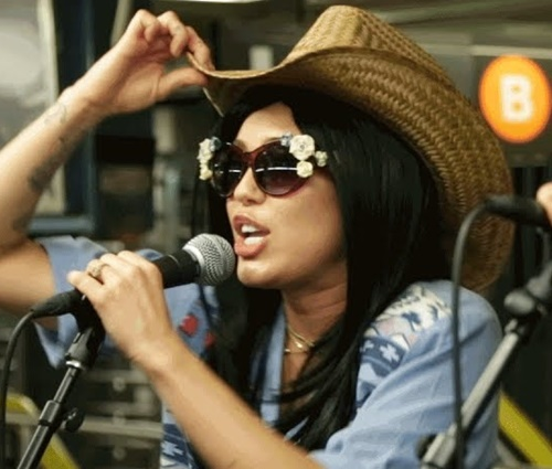 Cantora participou de brincadeira durante programa de Jimmy Fallon (Reprodução)