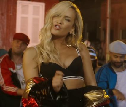 Música aposta em mistura de pop com reggaeton (Reprodução/YouTube)