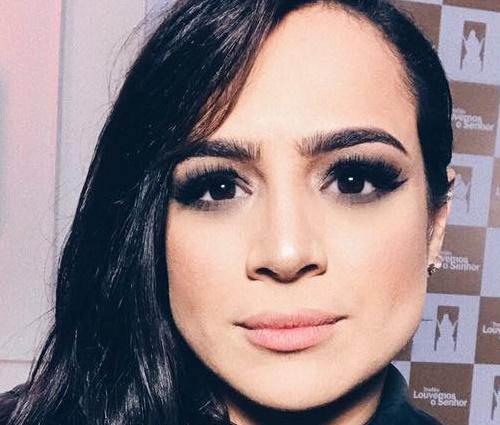 Voz feminina em áudio tem sido atribuída a Daniela Araújo (Reprodução/Facebook)