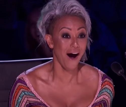 Mel B joga água em Simon Cowell após piada polêmica na TV