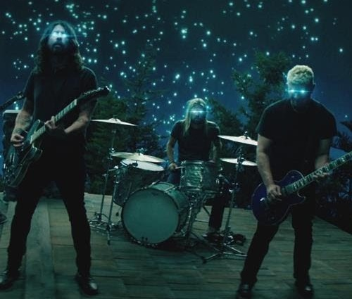 Foo Fighters lança clipe de 'The Sky Is A Neighborhood'
