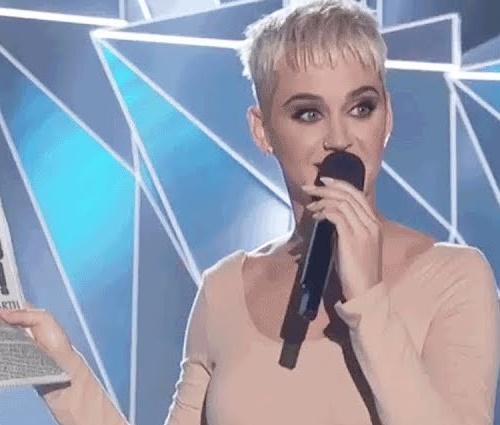 Katy Perry foi a apresentadora do VMA 2017 (Reprodução/YouTube)