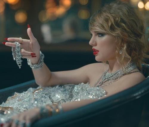 Com novo clipe, Taylor Swift quebra recorde de Adele no YouTube