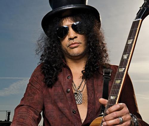 Slash revela qual música o fez mudar do baixo para a guitarra