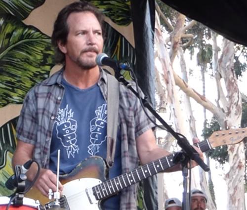 Vedder também fez críticas à política ambiental do presidente dos EUA (Reprod.)