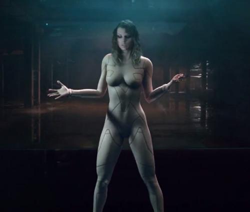 Em cenário futurístico, cantora surge nua em algumas cenas (Reprod./Instagram)