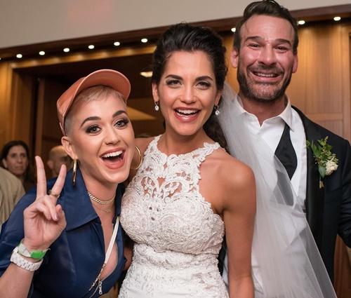 Katy chegou a dançar com noiva durante cerimônia (Reprodução/Instagram)