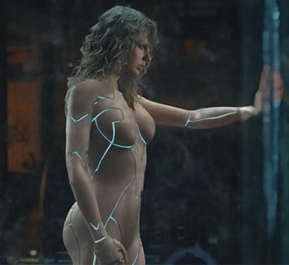 Clipe lançado por Taylor Swift tem certo tom futurístico (Reprodução/YouTube)