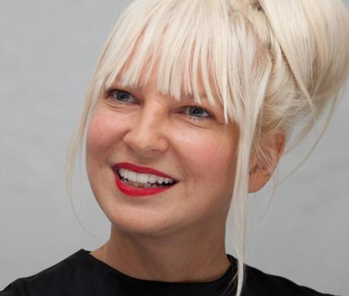 Pessoa tenta comercializar fotos íntimas de Sia (Divulgação)