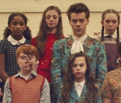 Harry Styles apostou na fofura em seu novo videoclipe (Reprodução/Vevo)