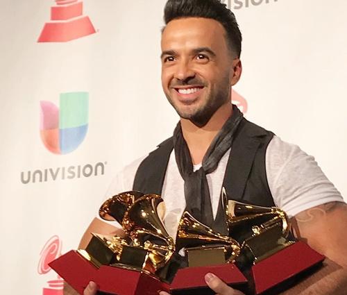 Luis Fonsi dedicou prêmios à família e a Porto Rico (Reprodução/Instagram)