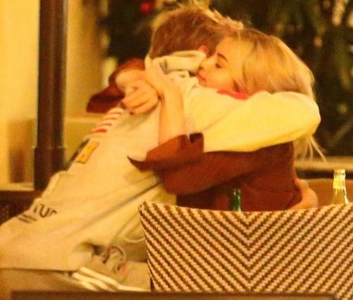 Selena e Justin, que namoraram no passado, estão se reaproximando (Rep./Twitter)