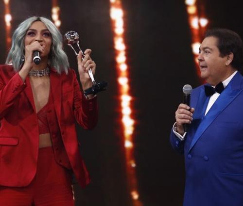 Apresentador chamou'Pabllo Villar' para receber prêmio (Arthur Meninea/Gshow)