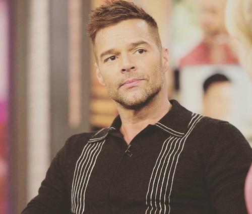 'Doloroso', diz Ricky Martin sobre assumir homossexualidade