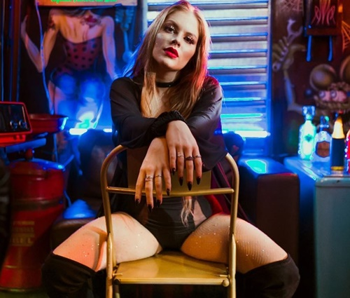 Luísa Sonza nega tentativa de imitar Anitta em clipe sexy