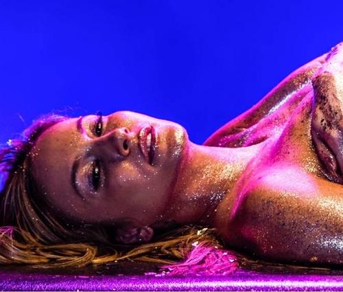 Música marca a investida no exterior de Claudia Leitte (Darren Craig/Divulgação)