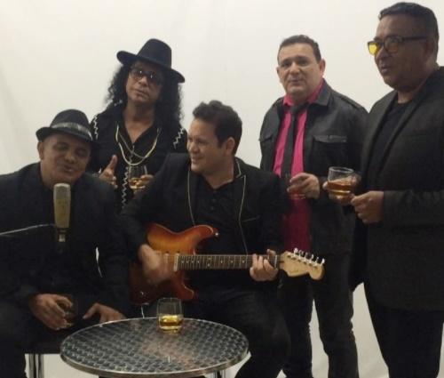 Após problemas com cantoras, Ximbinha cria nova banda: Cabaré do Brega