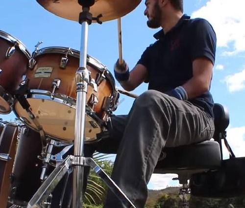Jésus Alecrim não tem as mãos e parte das pernas (Reprodução/YouTube)