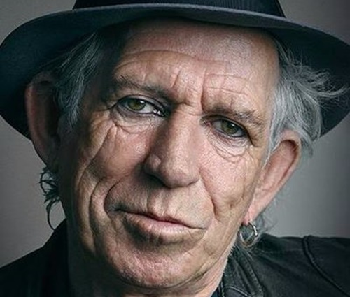 Keith Richards sugere vasectomia a Mick Jagger, mas logo pede perdão