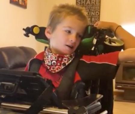Garoto ainda pediu que Ed fizesse música sobre deficiência (Reprodução/Facebook)