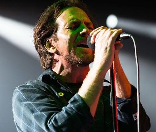 Policial dispara contra assaltante a menos de 500 m do show do Pearl Jam no Rio