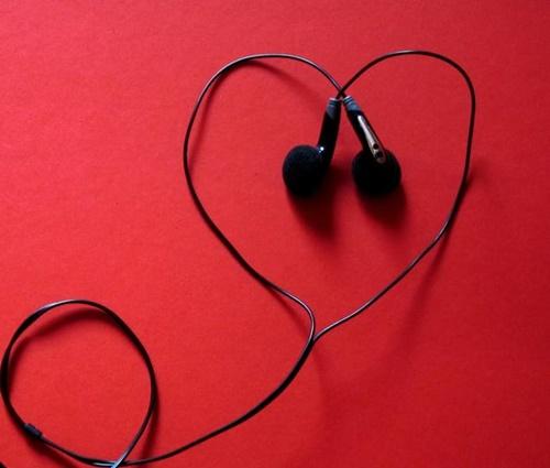 Música leva a estado de relaxamento e potencializa efeitos de remédio (Pixabay)