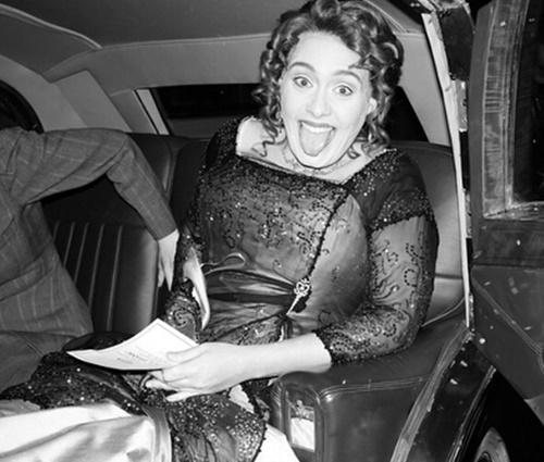 Adele foi à festa vestida de Rose, personagem de Kate Winslet (Rep./Instagram)