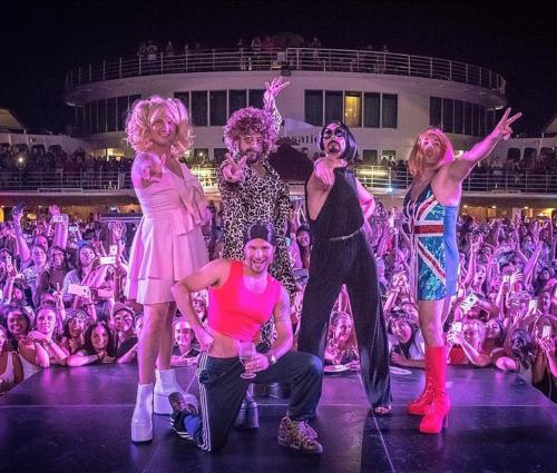 Grupo subiu em saltos plataforma para homenagear girl power (Rep/Instagram)