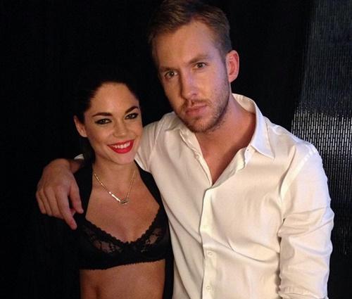 Calvin Harris ao lado de sua namorada, Aarika Wolf (Reprodução/Instagram)