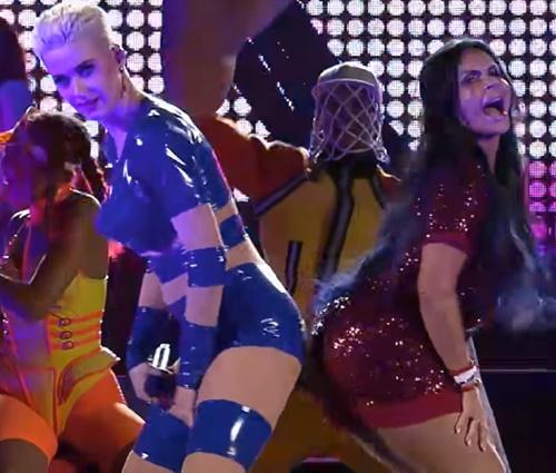 Gretchen participou do show da Katy Perry em São Paulo (Reprodução/YouTube)