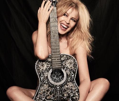 'Vamos lá, 50!', escreveu Kylie Minogue nas redes (Reprodução/Twitter)