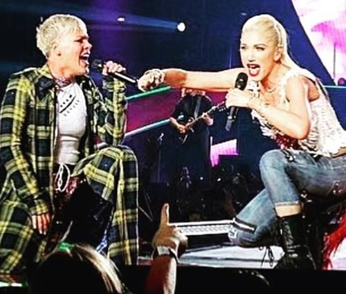 Gwen Stefani e Pink cantam juntas 'Just a Girl', do No Doubt