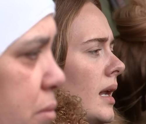 Adele cantou 'Lean on me' com grupo de sobreviventes e familiares (Reprodução)