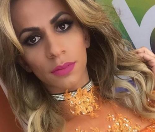 Dany Andrade é transexual e se apresenta como cover de Joelma (Repr./Instagram)