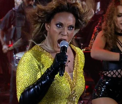 Helga pintou rosto de preto para interpretar Beyoncé (Reality Social/Globo)